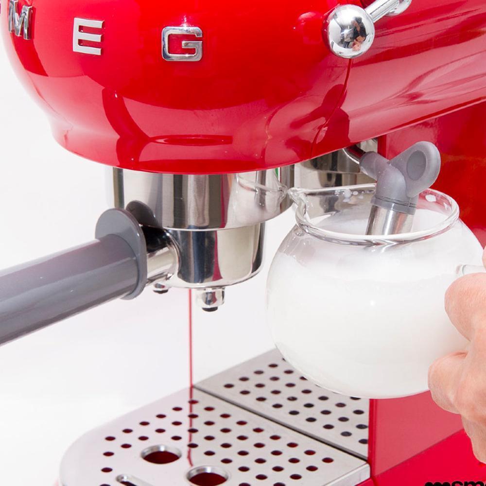 Кофемашина-эспрессо 30х33 см Smeg 50's Style ECF01RDEU красная - 8 фото